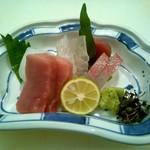 居酒場 cozaru - 料理写真:お刺身盛り合わせ1人前