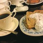 ドミンゴスさんのコーヒー - ケーキセットで¥800