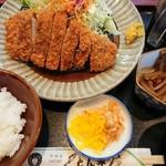 とん平 - とんかつ定食(ご飯少なめ)