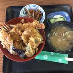 栄家 - 料理写真:ランチ天丼(800円)