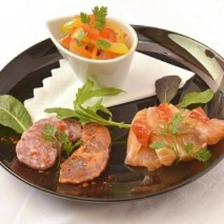 当店の多彩な料理は、オールマイティな料理長によるもの。
