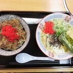パピヨン亭 - 牛丼(並)+ラーメンセット620円。 ちなみに、牛丼(ミニ)のセットなら520円です。