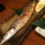 寿司居酒屋 七福 - さんまの塩焼き。ナイスサイズ。