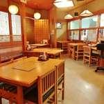 地酒と和食の店 戸塚はしごや - テーブル席5卓