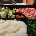 74217542 - ダブル カルビランチ                       牛肉と豚肉のカルビが計200g