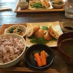 腰越食堂 - お上品な味付け 鎌倉〜江ノ島散歩してるランチ女子にはもってこい