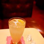 丘 - 疲れた日は酸味の効いたレモンスカッシュを♪