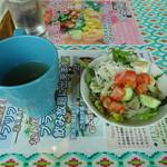 燻製バル SALSA DEL AMIGOS - スープとサラダ