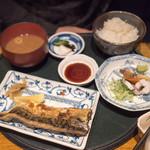 食彩 かどた - 旦那は同じく欲張り定食にサバ塩焼きで1900円