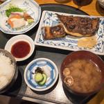 食彩 かどた - 弾丸帰国は美登里寿司と迷ってここへ。欲張り定食に銀むつ漬け焼きで2200円ナリ やっぱ美味いわ