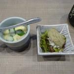 梅丘寿司の美登利総本店 - 茶碗蒸しとミニかにみそサラダ