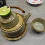 梅丘寿司の美登利総本店 - 松茸土瓶蒸し