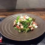 魅惑の酒屋 mikami - 燻製ベーコンとイチヂクのサラダ