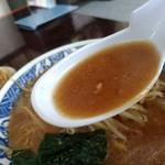 74236436 - 【2017.10.4(水)】味噌ラーメン(並盛・180g)650円のスープ