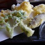 蕎麦 陸右エ門 - 天ぷらの盛合わせ
