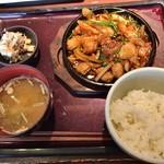 やまや - 牛丸腸の鉄板味噌焼き定食(1,000円)