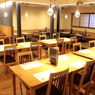 テーブル19席、掘りごたつ25席、VIP席6席