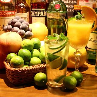季節のフルーツカクテルや、洋酒300種以上!