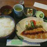 椰子の実 - 料理写真:日替わりランチ とんかつ