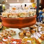 つるやパン - 店内(パン売り場)