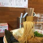 楽 - 徳島と比べると太麺です。