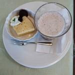 杜のカフェ シャナ -            スープカレーに付くデザートとスムージー