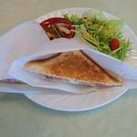 杜のカフェ シャナ -      玉子とベーコンのホットサンドプレート(800円)