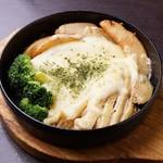 花火の宴 - チーズ鉄板焼(鶏肉とじゃがいも)