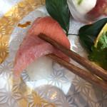 源氏総本店 - 厚みの有る中トロです。       美味しかった。(((o(*゚▽゚*)o)))