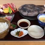 源氏総本店 - 石焼きステーキ膳1680円       女性客がほとんどでした。