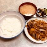 伊勢屋食堂 - 肉豆腐定食(700円)