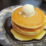 あきない(春夏冬) - ホットケーキ三段重ね バニラアイス添え