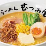 らーめん むつみ屋 - <北の恵みらーめん>北海道の長期熟成による甘みが強い白味噌の風合いに牛乳をブレンドしクリーミーな味わい