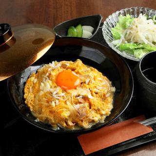 親子丼やチキン南蛮など、ボリューム満点ランチは600円から★