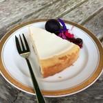 メープル - ベイクドチーズケーキ 400円