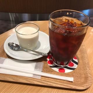 カフェ レクセル シァル桜木町店 - スペシャルティコーヒーのブラマンジェと水出しアイスコーヒー。 合計で税込830円。 美味し。
