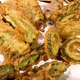 石垣島の旬の野菜天ぷら「畑人(はるさー)盛り」