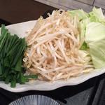 鶏焼 悠楽 - 追加野菜  キャベツ・もやし・ニラ