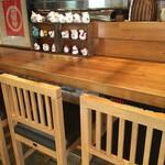 地酒と和食の店 戸塚はしごや - カウンター席