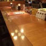 ドンピエール エクスプレスカレー - 御相席用の大きな長テーブル