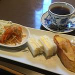 珈琲絽漫 - 料理写真:ブレンドコーヒー420円とサンド&フレンチのモーニング
