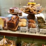パインフィールズマーケット - マフィンやパウンドケーキなども販売されています