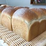 Pecori - 山型食パン。小麦の味を大切に...甘さ控えめのこだわり食パンです。曜日限定
