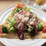 BEIGE CAFE - 生ハムのサラダガレット