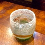 のだ麺 ~縁~ - 「焼酎(芋)」のロック(380円)。アルコールを入れると無駄話が加速する。ラーメン一杯で1時間ほど居座るオヤジ。