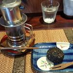 アジアごはんとおはぎ 善 - ベトナムコーヒーと、胡麻のおはぎ