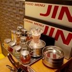 焼肉JIN - 調味料がいっぱい