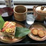 錦帯茶屋 - 岩国寿司お茶セット