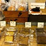 洋菓子舗 茂右衛門 - 焼き菓子も、洋酒が効いた大人のお味のようです♡