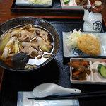7428206 - 肉うどん+コロッケ